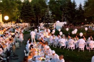 Clovely Invited To Chic Picnic