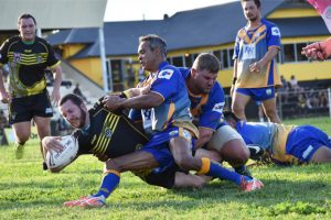 Wolves Snap At Murgon's Heels